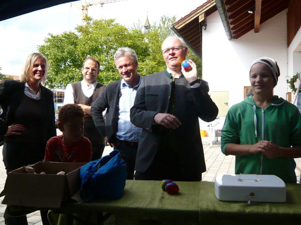 Guido Seidenberger beim Büchsenwerfen